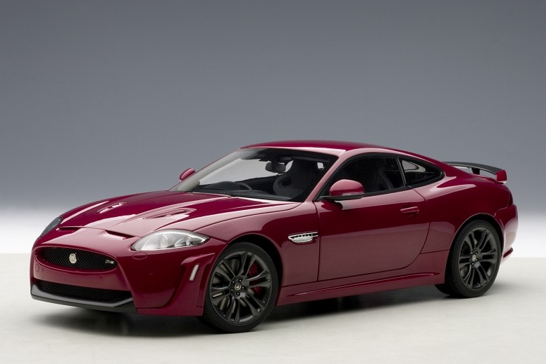 Autoart 73642 - 1 18 performance Jaguar XKR-S (Italian racing rosso) 2011
