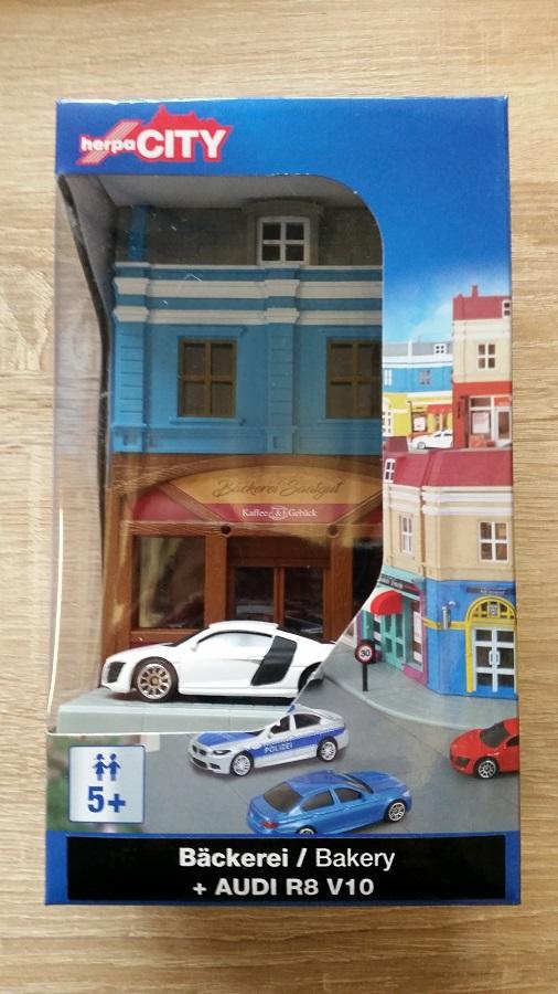 Modell 1:64 Bäckerei mit Audi R8 Herpa City 800013